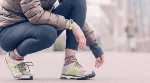 Kobieta w wygodnych butach sportowych